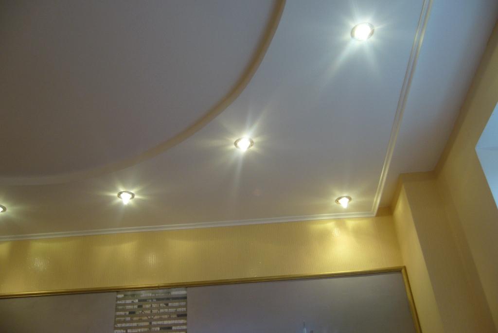 Этапы ремонта потолка