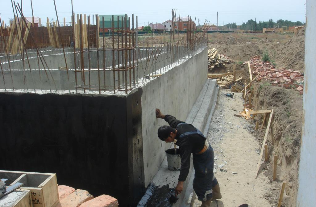 Гидроизоляция фундамента при строительстве дома